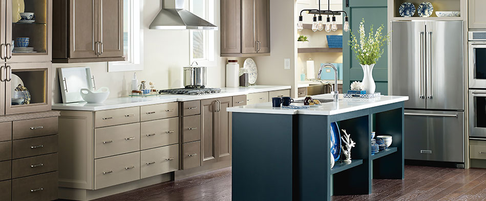 Mixing Two Different Color Cabinets Is a Popular Trend